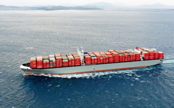 ピレウス港(ギリシャ)に向かう川崎汽船の1万4000個積みコンテナ船