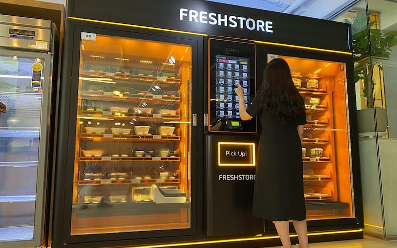 フレッシュストアではタッチパネル操作で商品を購入できる(ソウル)