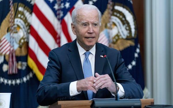 15日、バイデン米大統領はミリー統合参謀本部議長を擁護した(ホワイトハウス)=AP