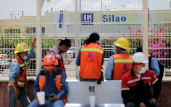 GMのシラオ工場は従来通り操業し、新たな協約を調整していく(8月17日、メキシコ中部グアナフアト州)=ロイター