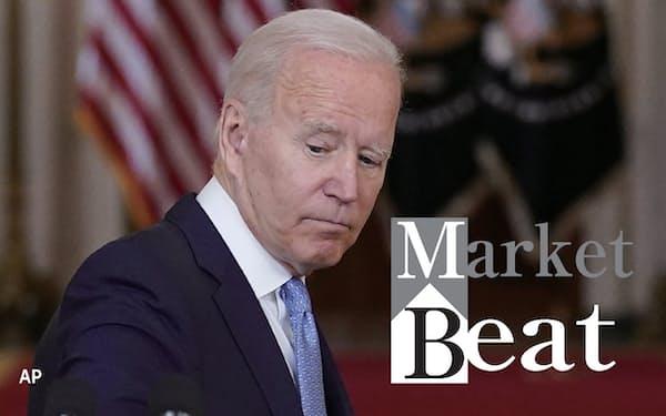 8月31日、米ホワイトハウスでアフガニスタン戦争終結演説を終え、演台を去るバイデン大統領(AP=共同)