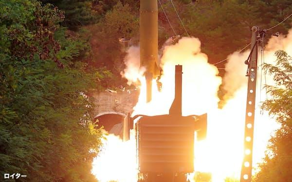 列車から撃たれた15日の北朝鮮弾道ミサイル=朝鮮中央通信・ロイター