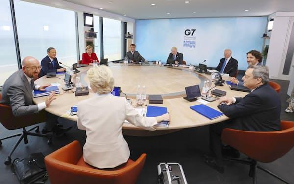 先進国などがけん引するグローバルヘルスの委員会など新たな国際的なメカニズムの導入も指摘され始めた(6月、英コーンウォールで開かれたG7サミット)=共同