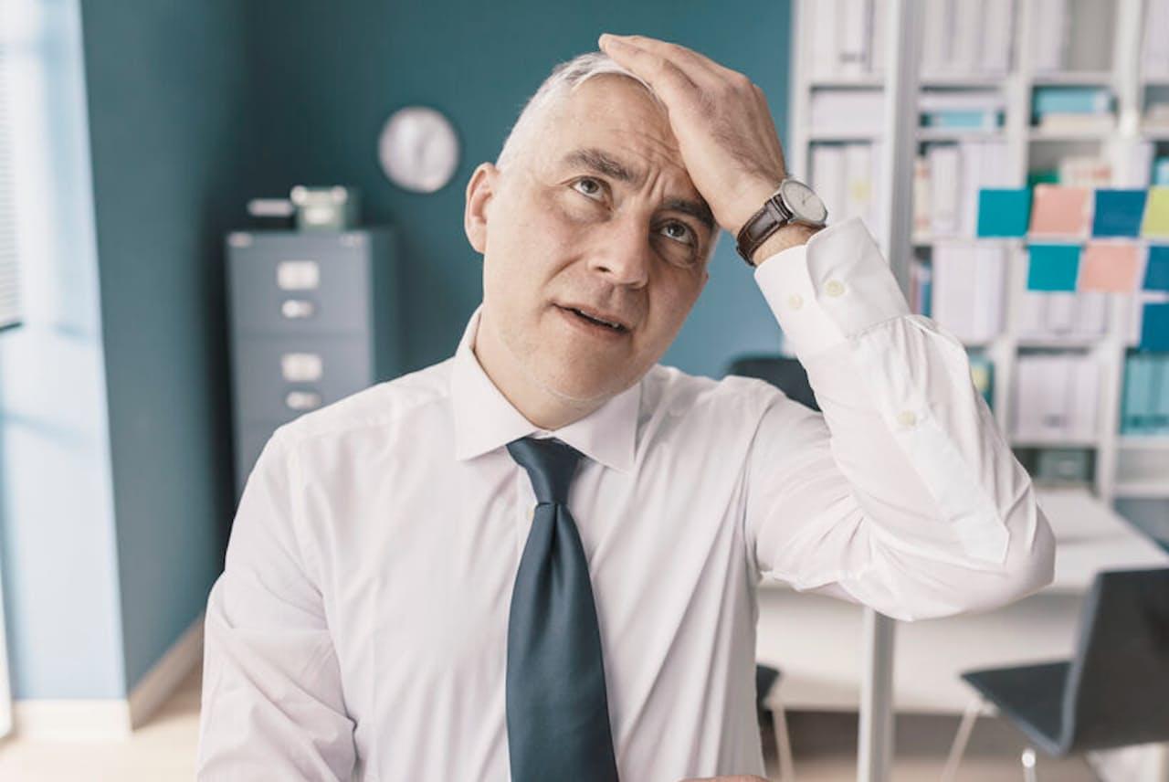 働き盛り世代でも物忘れが増えてきたら、大丈夫かなと心配になるだろう。脳の老化のサインを見つけて早めに対処しよう(写真はイメージ=123RF)。