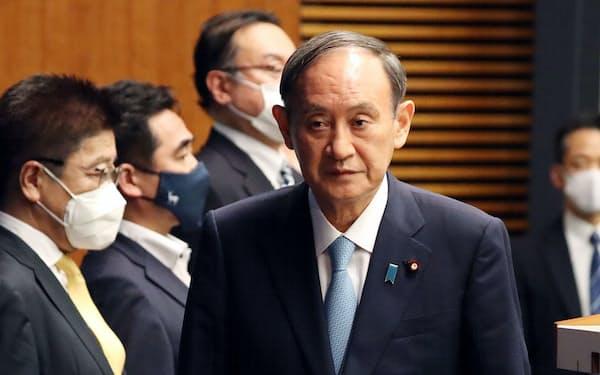 記者会見に臨む菅首相(9日、首相官邸)