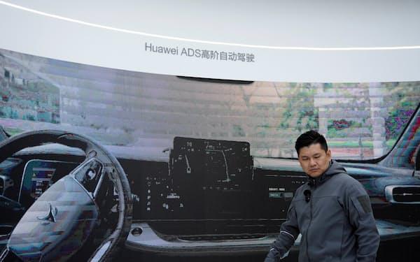 ファーウェイは車関連の部品やソフトをEVメーカーに売り込む(4月、上海モーターショー)=ロイター
