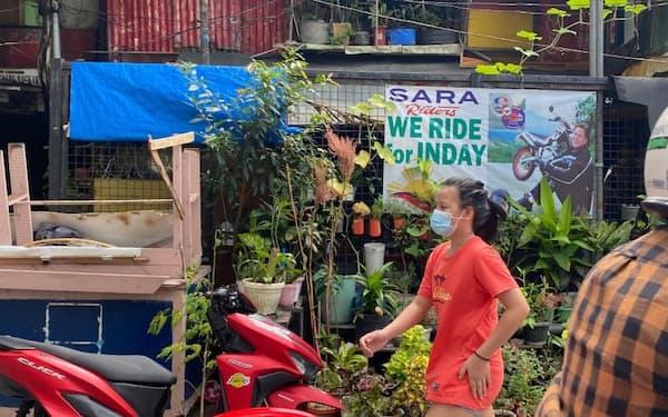 サラ氏への支持は根強い(8月4日、マニラ)