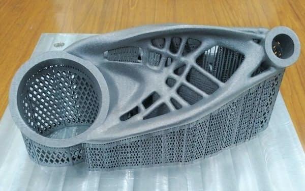 新製品で造形した金属製品のサンプル。シリコン系アルミ合金AlSi10Mgの粉末を使って成形した(出所:ソディック)