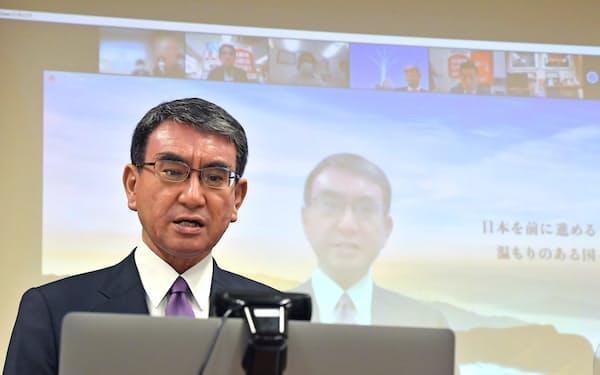 オンライン開催した出陣式で決意を述べる河野太郎規制改革相
