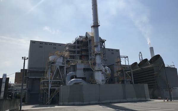 将来の脱炭素化に向けバイオマス発電設備を稼働した(愛媛県四国中央市内)