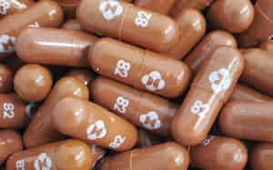 新型コロナウイルス感染症治療薬候補の「モルヌピラビル」(米メルク提供)