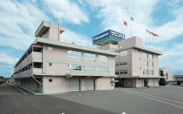 久光製薬は海外で「サロンパス」などの販売を伸ばす(佐賀県鳥栖市の九州本社の外観)