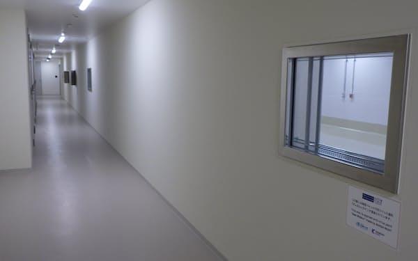 関西ペイントの漆喰塗料は、感染症研究を行う長崎大学の施設の内装にも採用された
