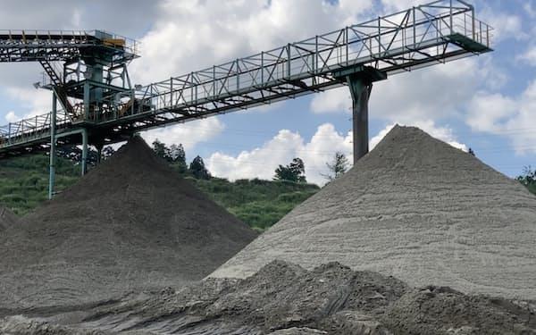 他県産の砂との混合で製造コストが上昇している(千葉県富津市の骨材工場)