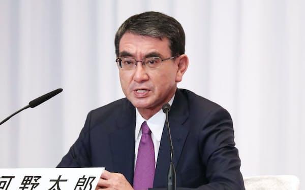 自民党総裁選に立候補し、記者会見する河野太郎氏(17日、党本部)