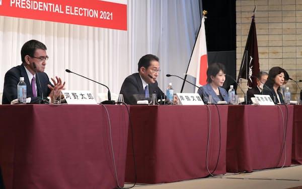 自民党総裁選に立候補し、そろって記者会見する(左から)河野、岸田、高市、野田の各氏(17日、党本部)