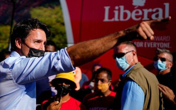 トルドー首相率いる自由党はワクチンの義務化など新型コロナ対策や気候変動対策を掲げて議席拡大をめざす=ロイター