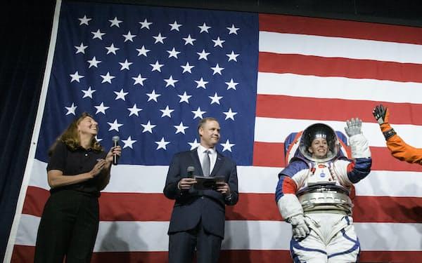 2019年に公開した次世代宇宙服の試作品=NASA提供