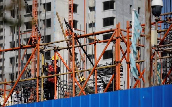 不動産投資規制も融資伸び悩みの一因(北京市)=ロイター
