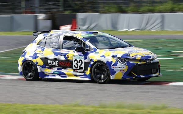 海外産燃料でレースに臨んだトヨタ自動車の水素エンジン車(18日、三重県鈴鹿市の鈴鹿サーキット)