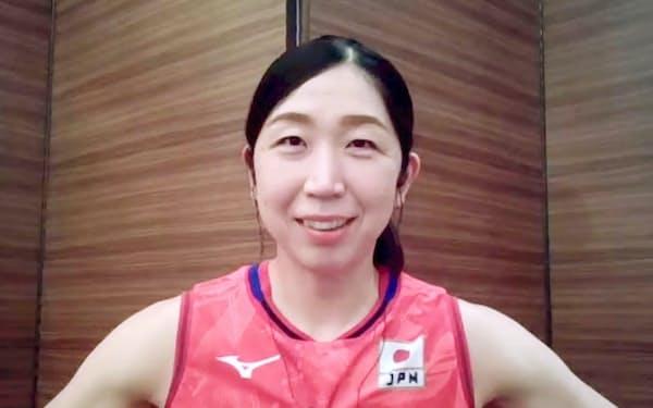 オンラインで取材に応じる、東京五輪のバレーボール女子日本代表の荒木絵里香=2日