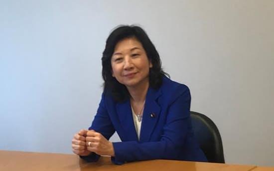 インタビューに答える野田聖子幹事長代行(19日、院内)