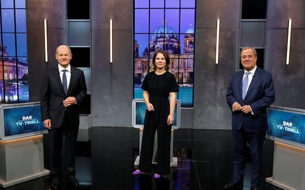 最後のテレビ討論会に臨んだ(左から)ショルツ氏、ベーアボック氏、ラシェット氏(19日、ベルリン)=ロイター