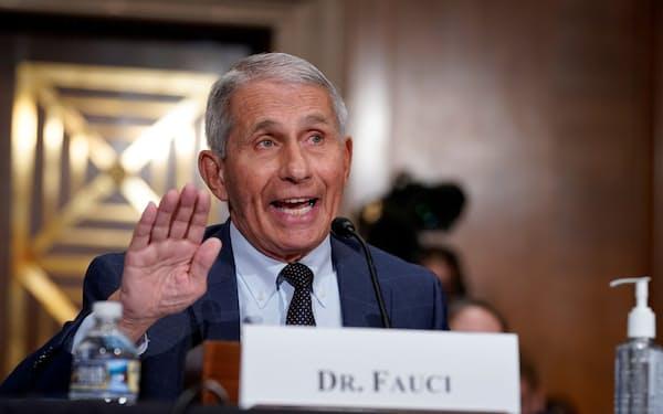 ファウチ氏は新型コロナウイルスワクチンの3回目の接種の必要性について米当局が検討を続けるとの見方を示した=ロイター
