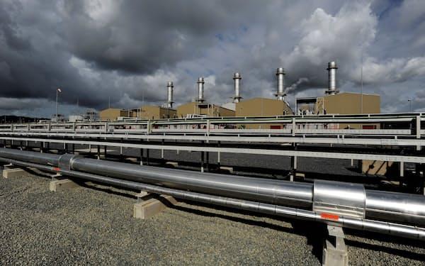 天然ガス相場の急騰で電力価格にも上昇圧力がかかっている(英ウェールズのガス発電所)=ロイター