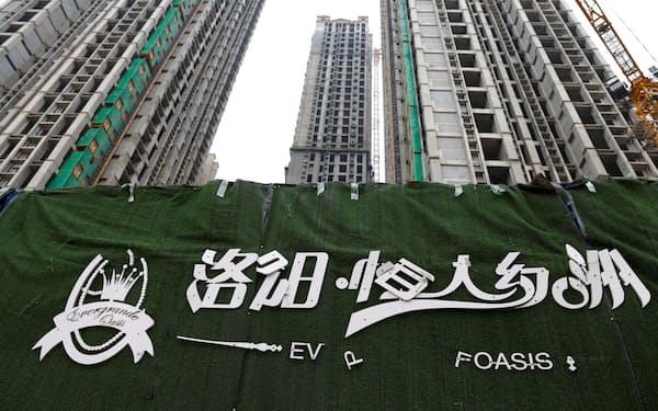 中国恒大集団の債務問題をめぐり市場の懸念が高まっている(同社が洛陽市で開発を手掛ける住宅物件)=ロイター
