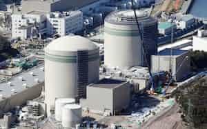 関西電力高浜原発の1号機(左)と2号機(福井県高浜町)