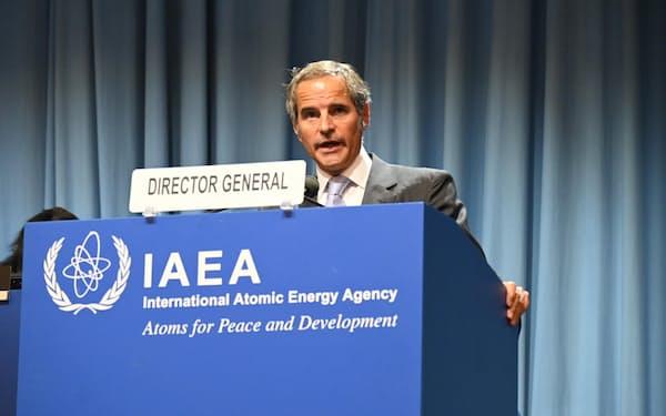 20日、ウィーンでの国際原子力機関(IAEA)年次総会で演説するグロッシ事務局長=共同