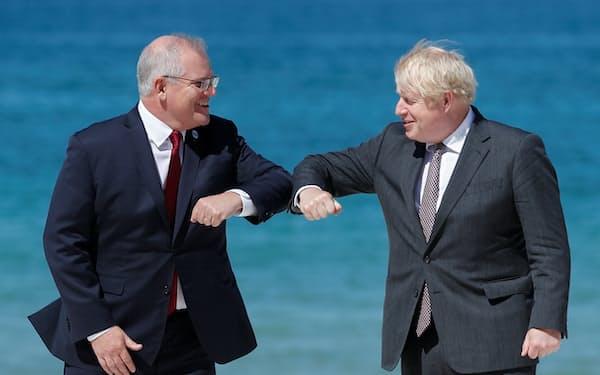 ジョンソン氏㊨がモリソン氏を招待したG7で調整が進んだ(6月、英コーンウォール)=ロイター