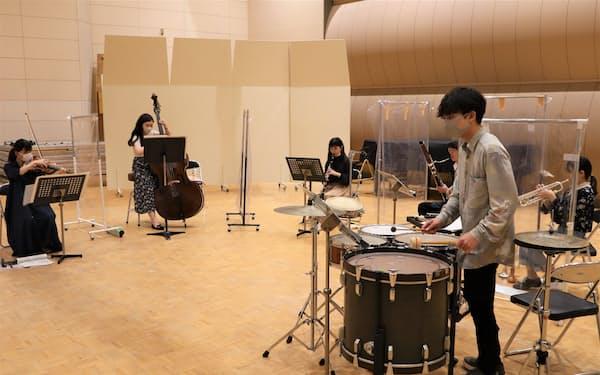 公演に向け練習する若手奏者たち(大阪府柏原市の大阪教育大学柏原キャンパス)