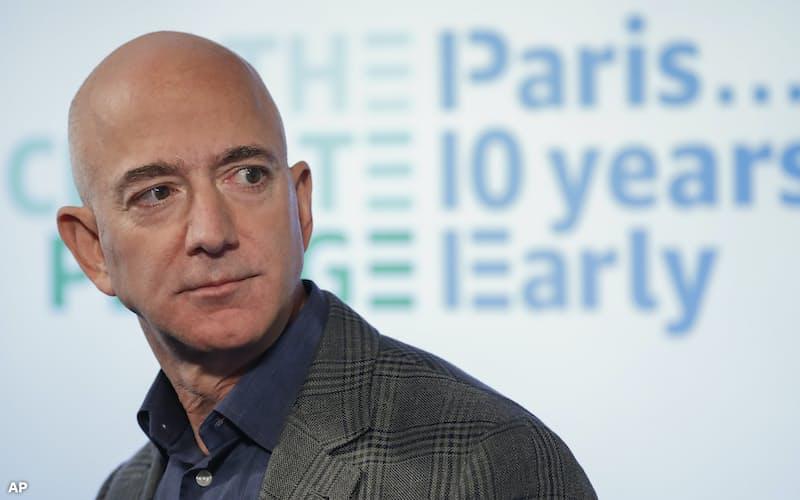 アマゾンが主導する温暖化対策の参画企業が200社を超えた(創業者のベゾス氏)=AP