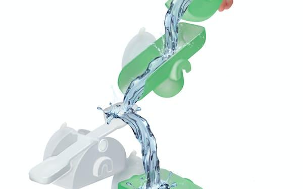 自由にコースを作り、流れるお湯の色の変化を楽しめる