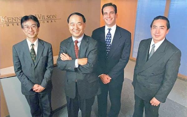 4人の会社は時流に乗り、どんどん大きくなった(左端が川島氏)
