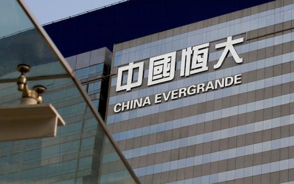 中国恒大の経営問題が注目を集めている(2018年、香港)=ロイター