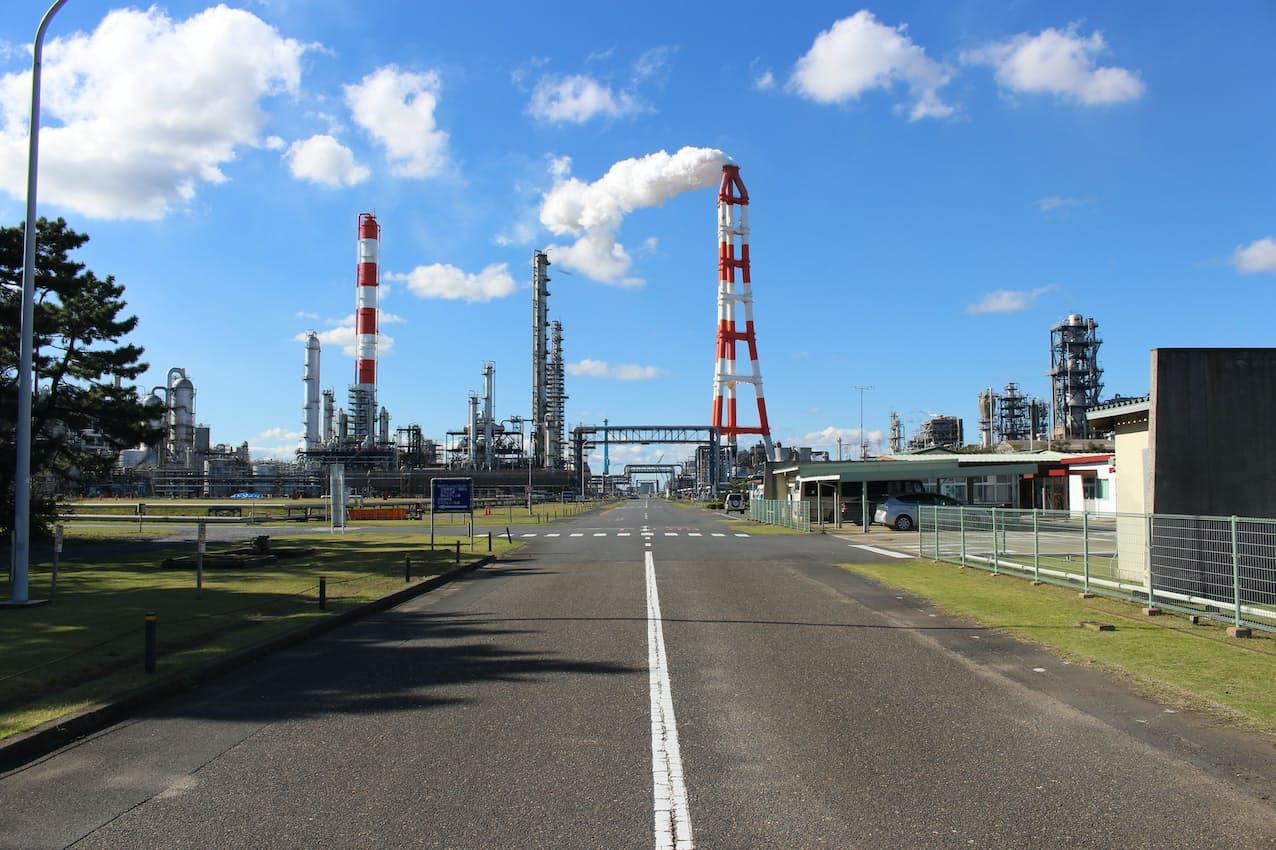 三菱ケミカルの茨城事業所に設備を整備し、2023年度に油化事業を始める計画だ