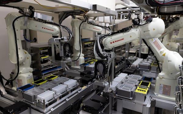 川崎重工などが開発したPCR検査ロボット