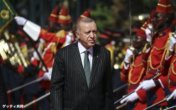 西アフリカのセネガルを訪問したトルコのエルドアン大統領(2020年1月、ダカール)=ゲッティ共同