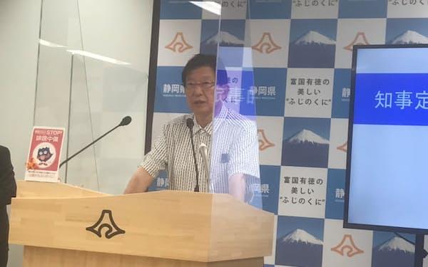 記者会見する静岡県の川勝平太知事(21日)