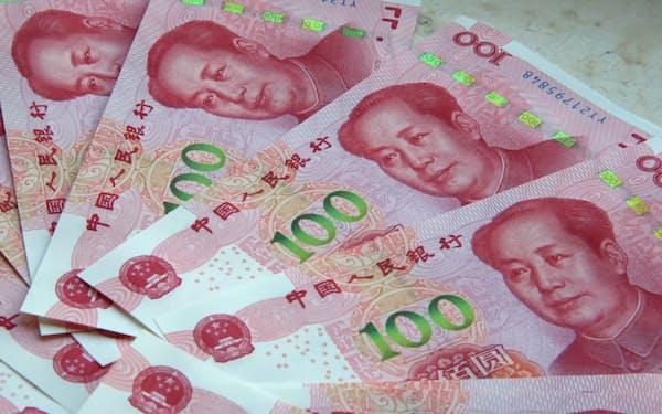 人民元 100元札