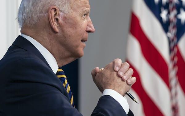 バイデン米大統領は、気候変動対策で中国の協力に期待する(17日、ホワイトハウス)=AP