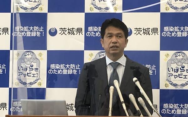 大井川知事は定例記者会見で感染状況の改善について「県民が行動抑制を進めた成果」と述べた(茨城県庁)