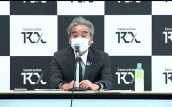 建設RXコンソーシアムの発足を受けて記者会見する鹿島の伊藤仁専務執行役員(22日、都内)