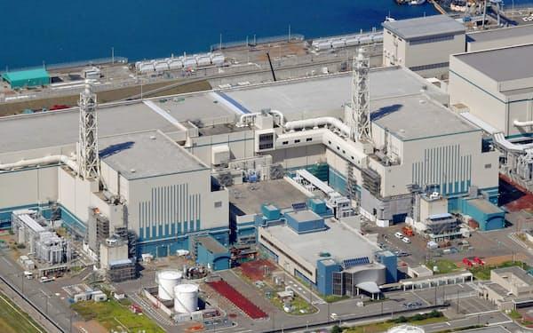 新潟県の東京電力柏崎刈羽原発の6号機(右)と7号機=共同