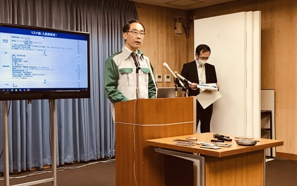 記者会見する埼玉県の大野元裕知事(21日、埼玉県庁)