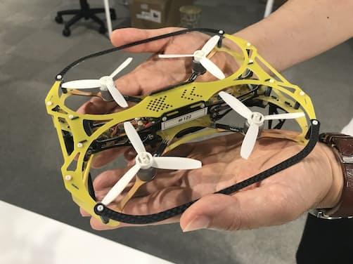 リベラウェアが開発したドローンは狭い場所でも飛べる