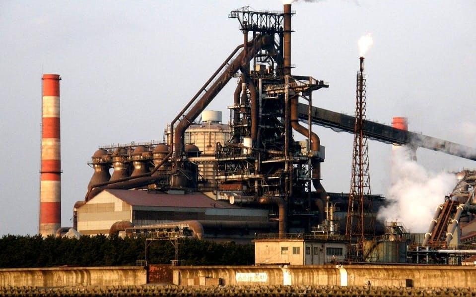 粗鋼生産量は前年超えの水準が続いている(神戸製鋼所の兵庫県加古川市の加古川製鉄所)